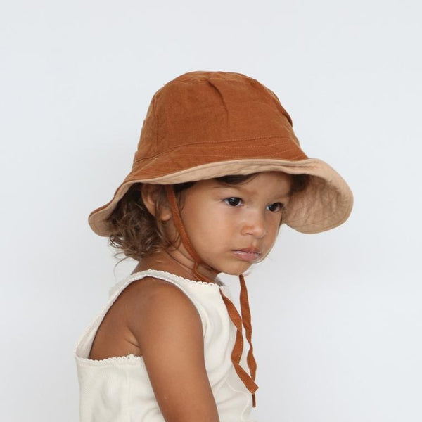 BABY SUN HAT WITH TIES - TOBACCO AND BISCUIT