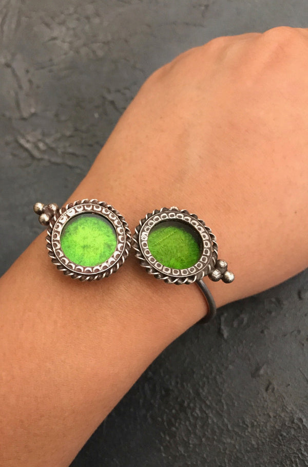 Double Circle Hand Cuff