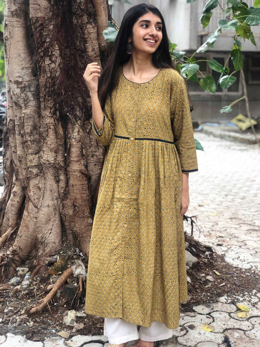 Ochre Butti Pleated Kurta