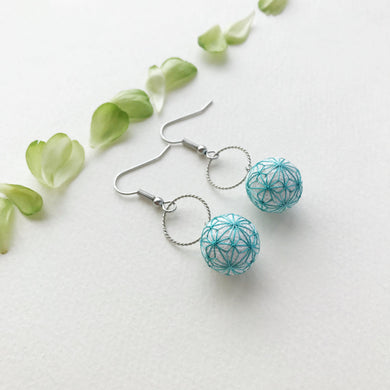 Temari Mame-suzu Temari pierced earrings / earrings Hemp leave Celadon color