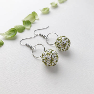 Temari Mame-suzu Temari pierced earrings / earrings Hemp leave Maccha (powder green tea color)