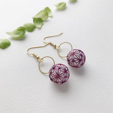Temari Mame-suzu Temari pierced earrings / earrings Hemp leave Kyo-murasaki (Kyoto purple).