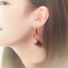 Temari Mame-suzu Temari pierced earrings / earrings Hemp leave Usu-kurenai (light pink)