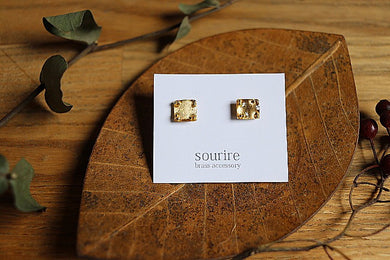 sourire brass accessory  pierced earrings / coin carre (square corners)