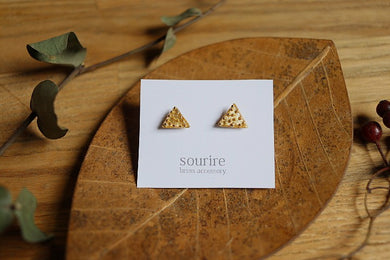 sourire brass accessory  pierced earrings / agregat traiangulaire (triangle aggregate)