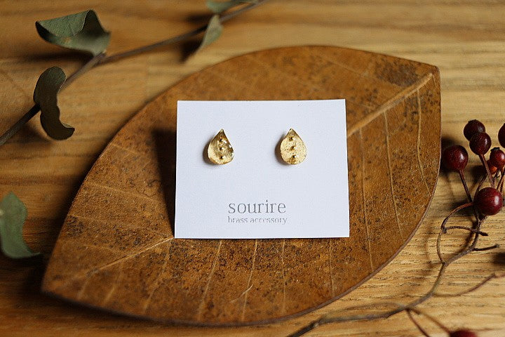 sourire brass accessory  pierced earrings / laissez tomber (drop)