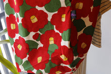 Bachica 3-way and reversible RICE BAG Big Flowers White x Red