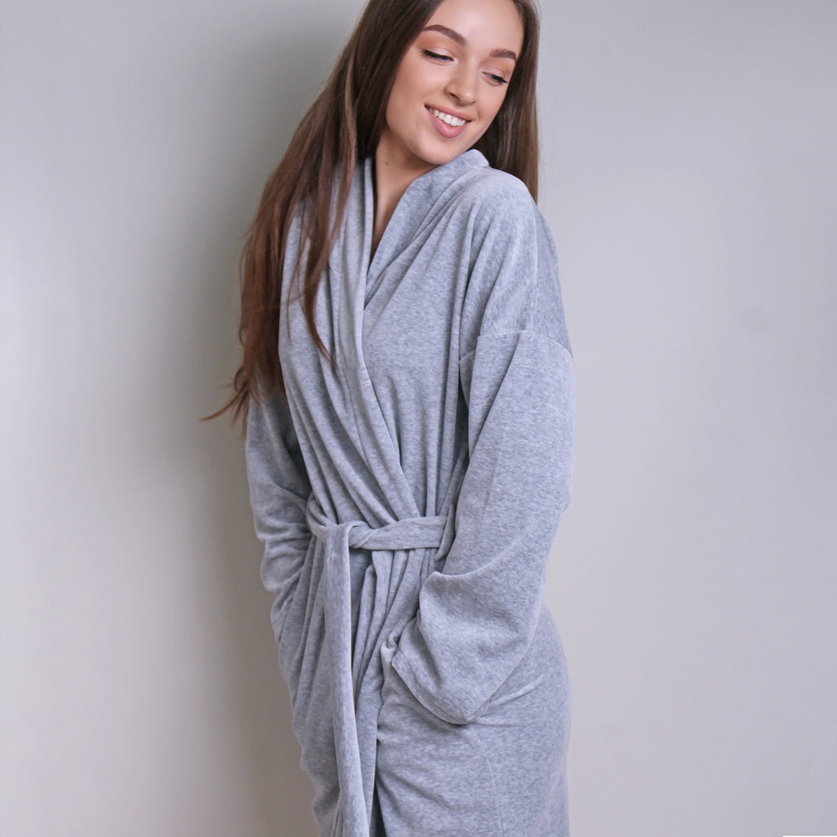 Sofa Killer light grey velours robe