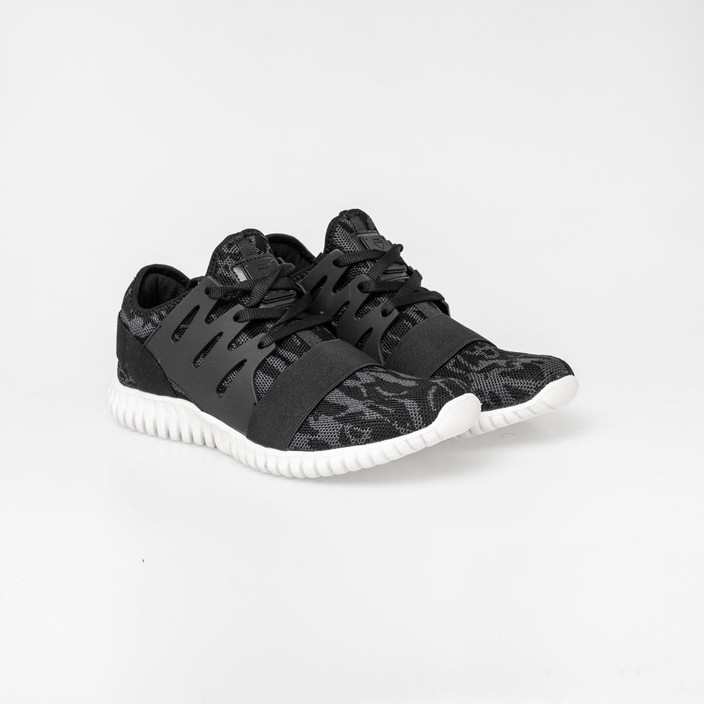 Urbo Trainers 7 / Black Footwear
