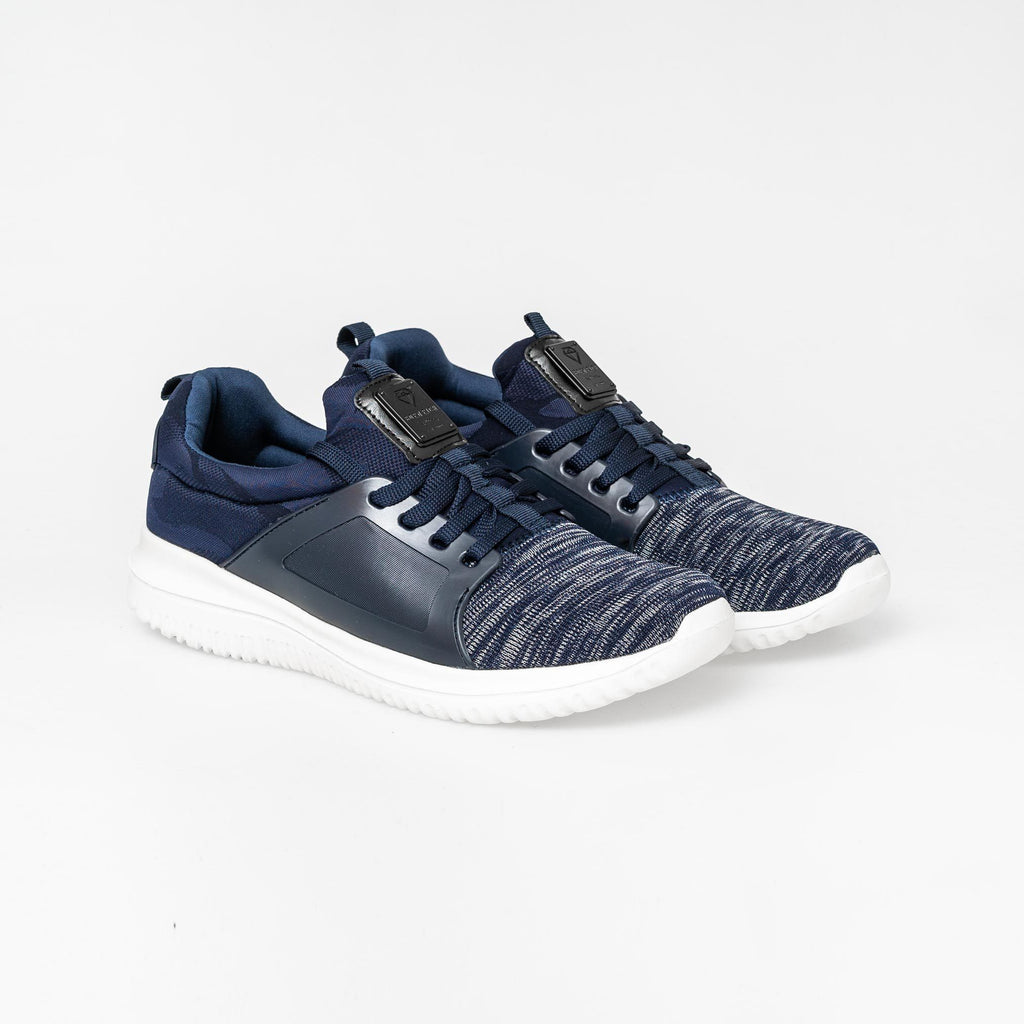 Carnaby Trainers 7 / Sky Captain Footwear