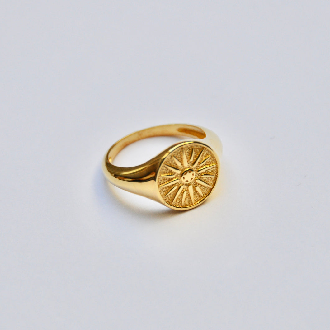Anillo Sello Sol Gold