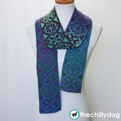 Burst Into Bloom Scarf : Double knit, reversible scarf with alternating snowflake and flower motifs