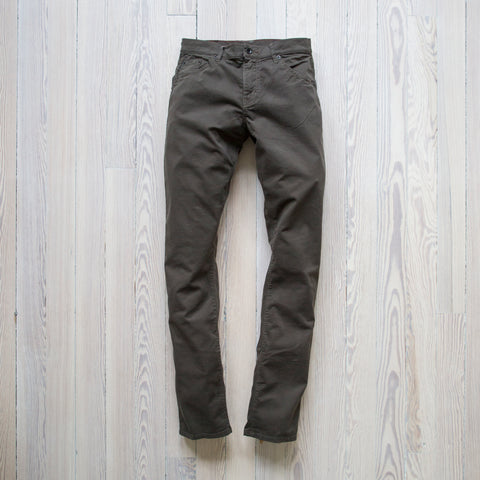 angle: rifle green twill | A Raleigh Denim Workshop Jones pants in rifle green twill