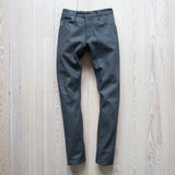 angle: dark gray selvage