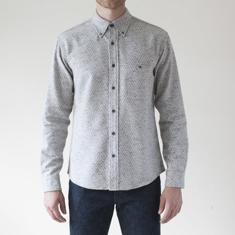 angle: grey heather | Raleigh Denim Workshop Classic Button-up: Slub in grey heather chevron pattern, front on model.
