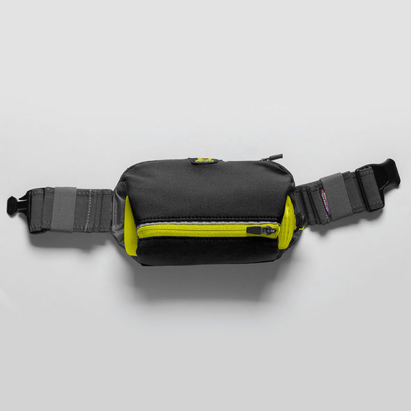 Amphipod Velocity Plus with AirStretch Belt 20oz