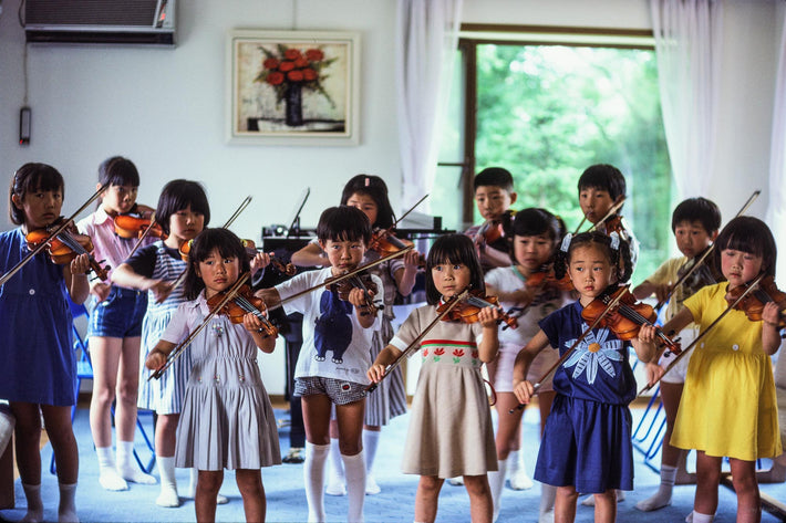 Children all Playing Violins, Kamakura