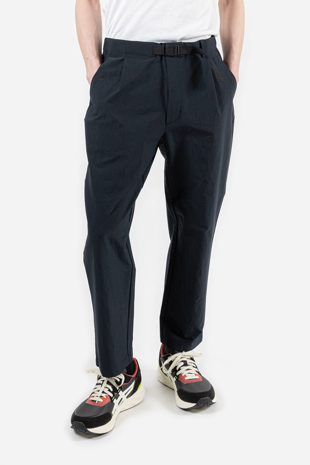 goldwin-one-tuck-tapered-stretch-twill-dark-navy
