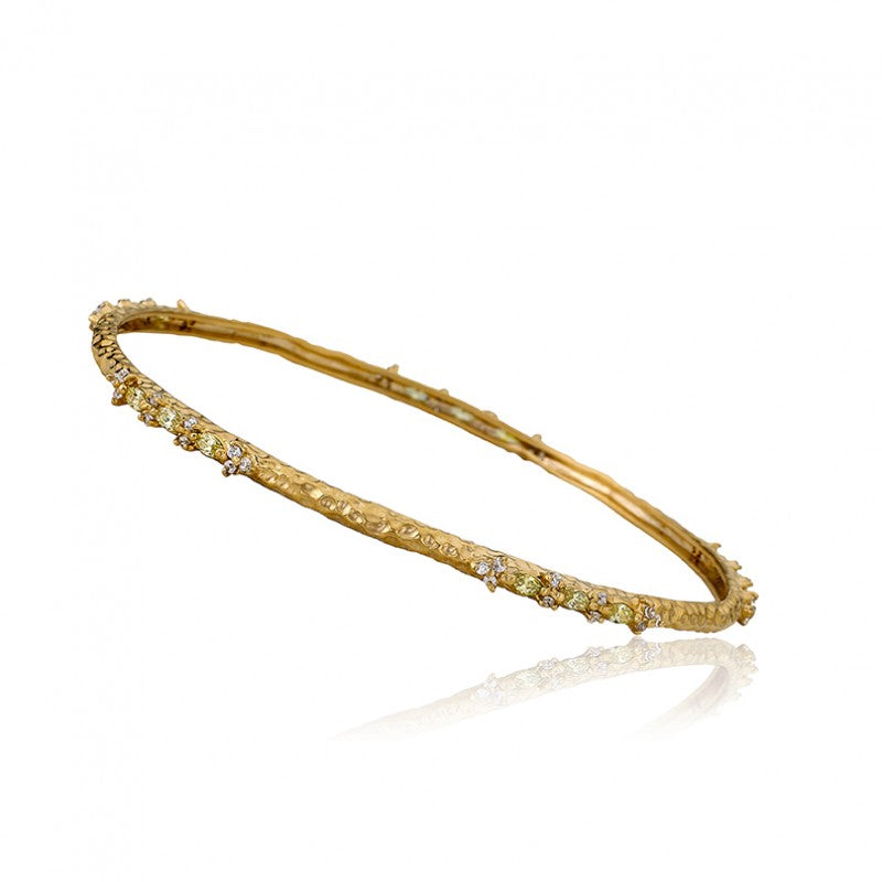 ARCTIC MIST Gold Satin Hammered Stones Bangle
