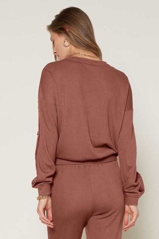 LONG SLEEVE CREW NECK SWEATSHIRT WITH BUTTON DETAIL ON SLEEVE