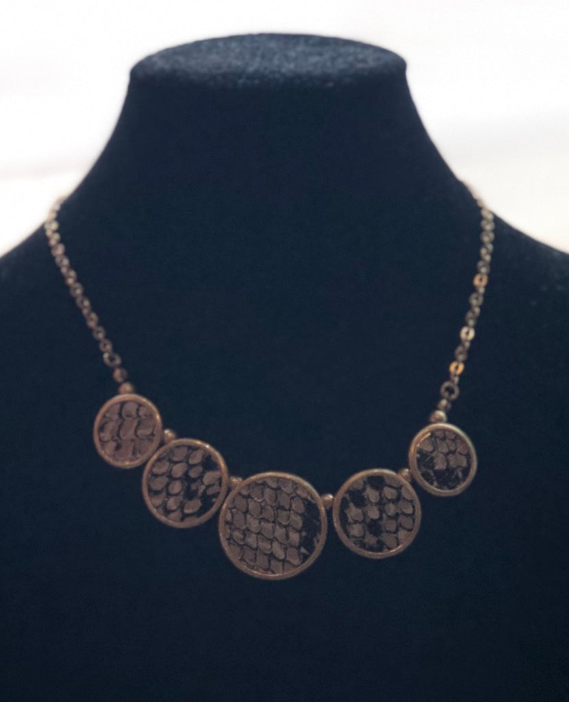 Snakeskin Button Short Necklace