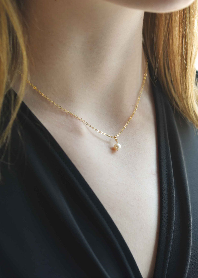 Dainty Pearl Necklace Gold