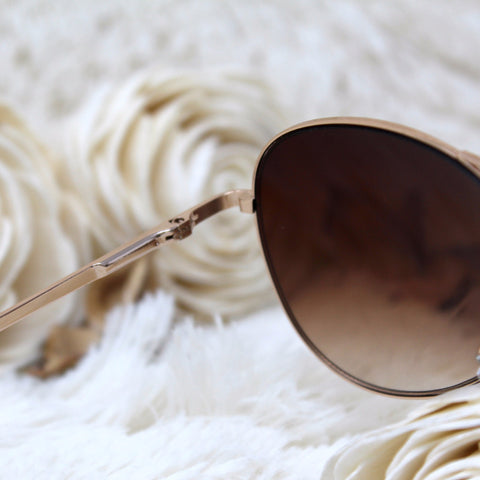 BROWN-TINT AVIATORS