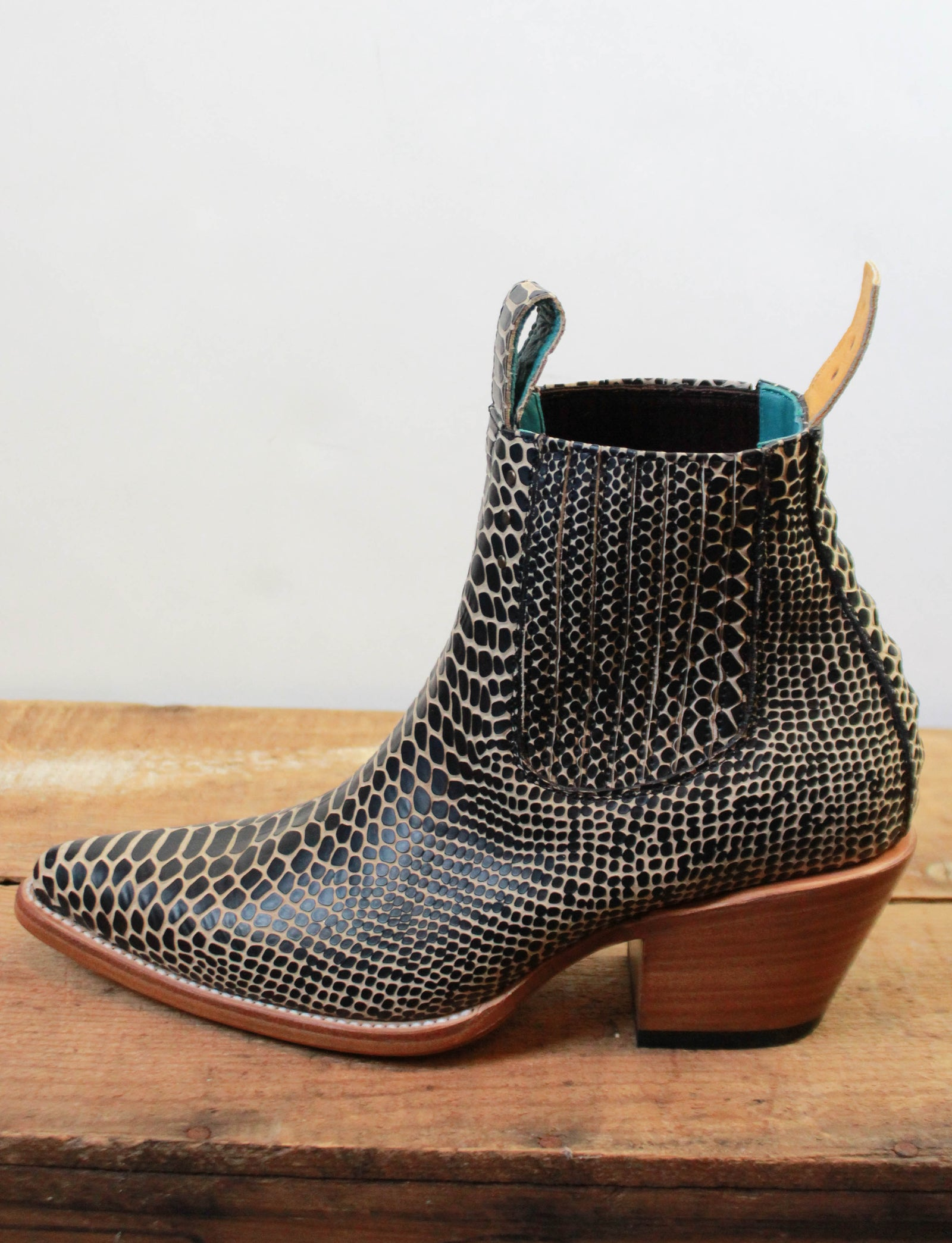 PS Kaufman Women's Chelsea Boots No.1001 Black Twisted Serpentine Leather