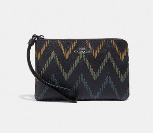 CORNER ZIP WRISTLET WITH GEO CHEVRON PRINT