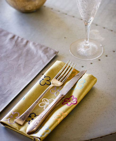 Daisies on Gold Napkins