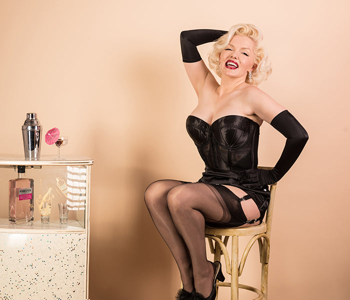 Old Hollywood Glamour: Marilyn Monroe Style Lingerie | Black Merry Widow Bustier