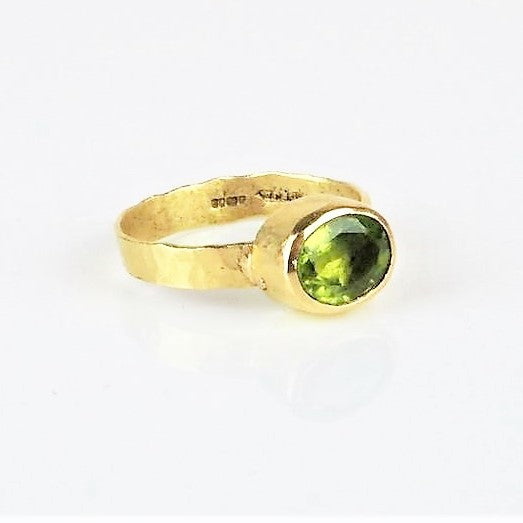 Allsopp, Disa – Gold and Cushion Cut Peridot Ring | Disa Allsopp | Primavera Gallery