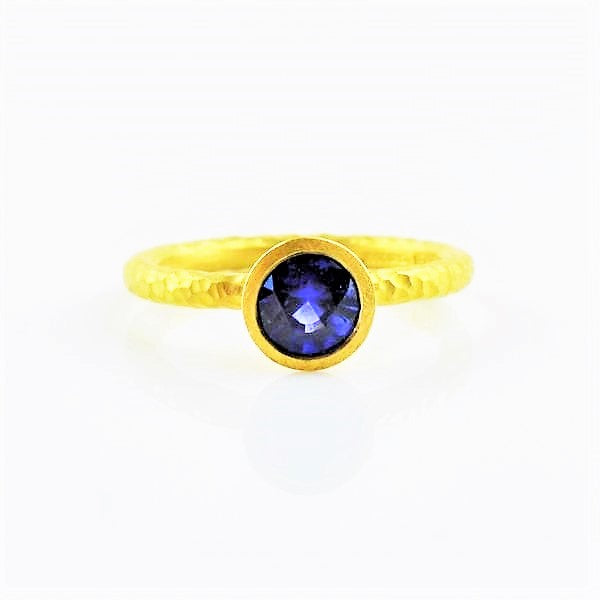 Betts, Malcolm – Gold Ring with Blue Sapphire | Malcolm Betts | Primavera Gallery
