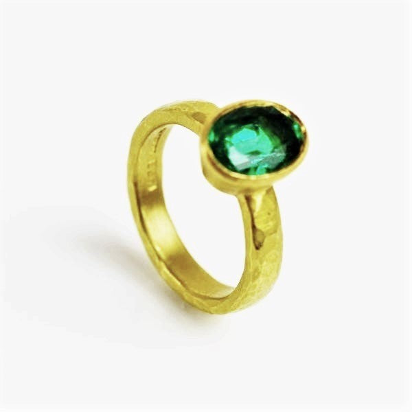 Betts, Malcolm – Gold Ring with Emerald | Malcolm Betts | Primavera Gallery