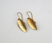 Mogridge, Emma – Small Leaf Earrings in Gold | Emma Mogridge | Primavera Gallery