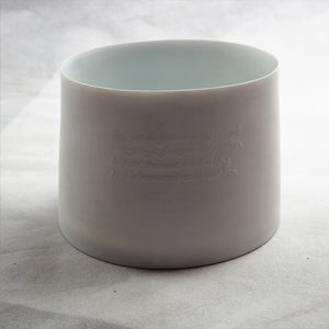 Les Blakebrough – Medium Porcelain Pot | Les Blakebrough | Primavera Gallery