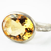 Allsopp, Disa – Silver Band Citrine Ring