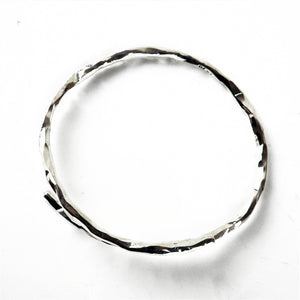 Kelly-Hopkins, Deborah – Overlap Silver Hammered Bangle | Deborah Kelly-Hopkins | Primavera Gallery