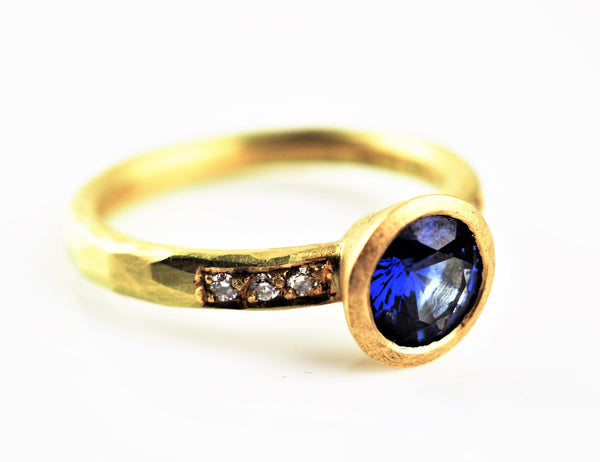Betts, Malcolm – Gold and Sapphire Ring with Channel Set Diamonds | Malcolm Betts | Primavera Gallery