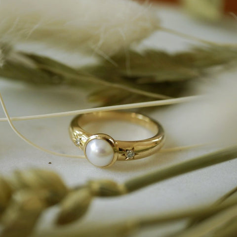Pearl and diamond gold ring