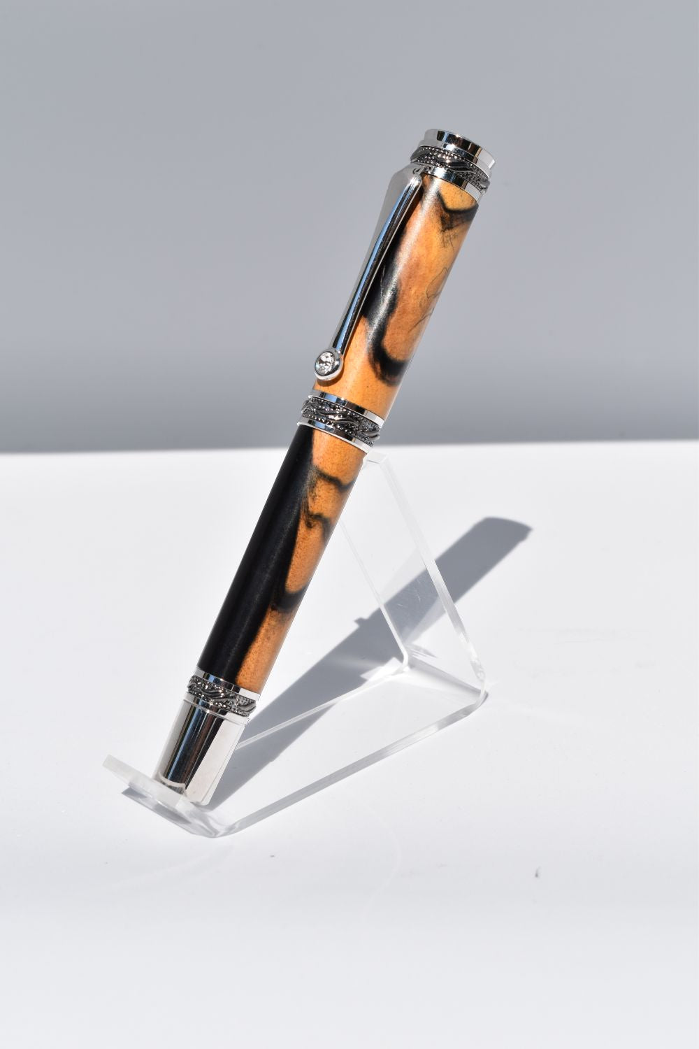 Black & White Ebony Majestic Journal Master Fountain Pen