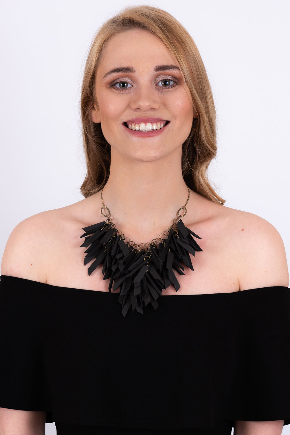 V Shaped Necklace | Black