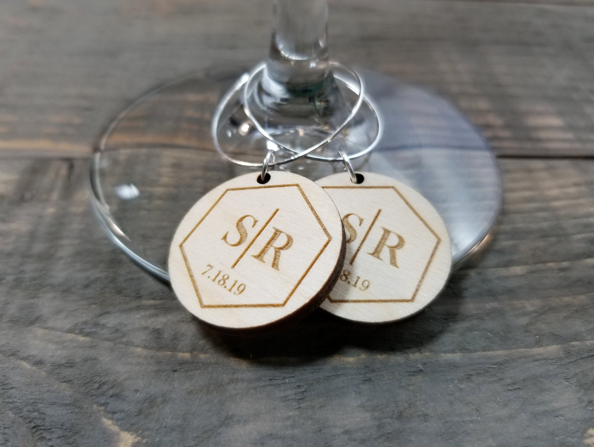Laser Engraved Party Favor Wine Charms Anogram With Date Laser