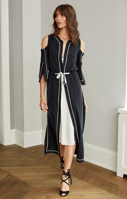 WAINSCOTT ROBE BLACK