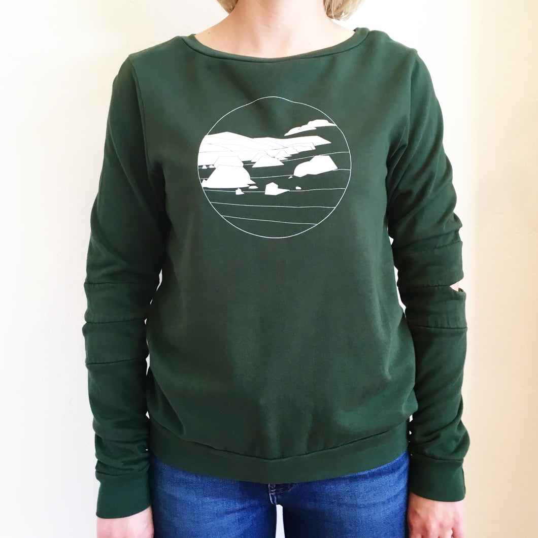 The SHORELINE  Hinge Sweatshirt in Evergreen -- Color Cloud Mill