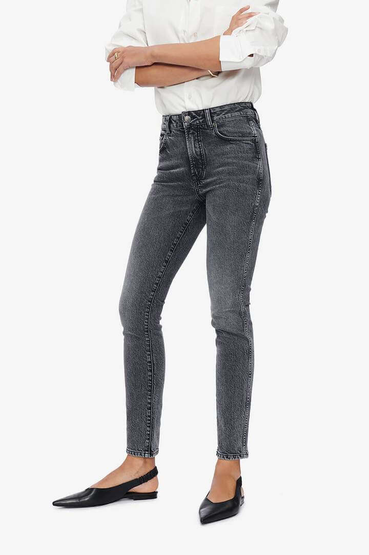 Anine Bing Jaggar Jean in Ash Grey from The New Trend