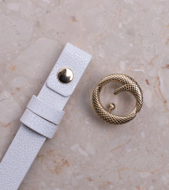 Clinch Mini Brass Buckle Belt in White Stingray from The New Trend