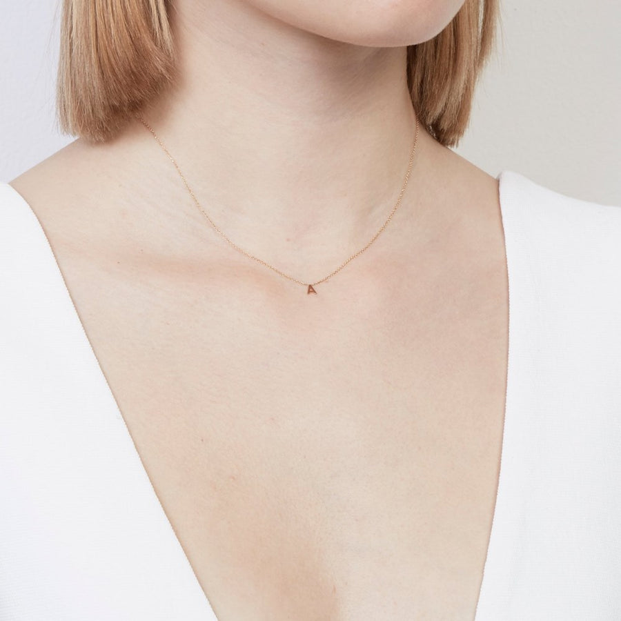 Sarah-Sebastian-Petite-Letter-E-Necklace-Yellow-Gold-The-New-Trend