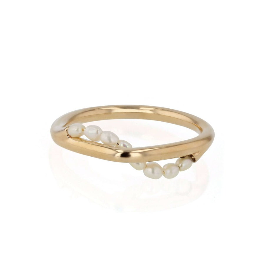Sarah-Sebastian-Wave-Pearl-Ring-Yellow-Gold-The-New-Trend