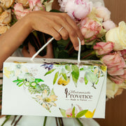 Mum deserves the best ! Offer to your mum this perfect giftbox Deluxe made with organic almond & orange blossom from France. Almonds are rich in vitamin E wich nourished, softens and protect the skin daily. This gift is all your mum need to feel deeply hydrated and loved :) Mademoiselle Provence